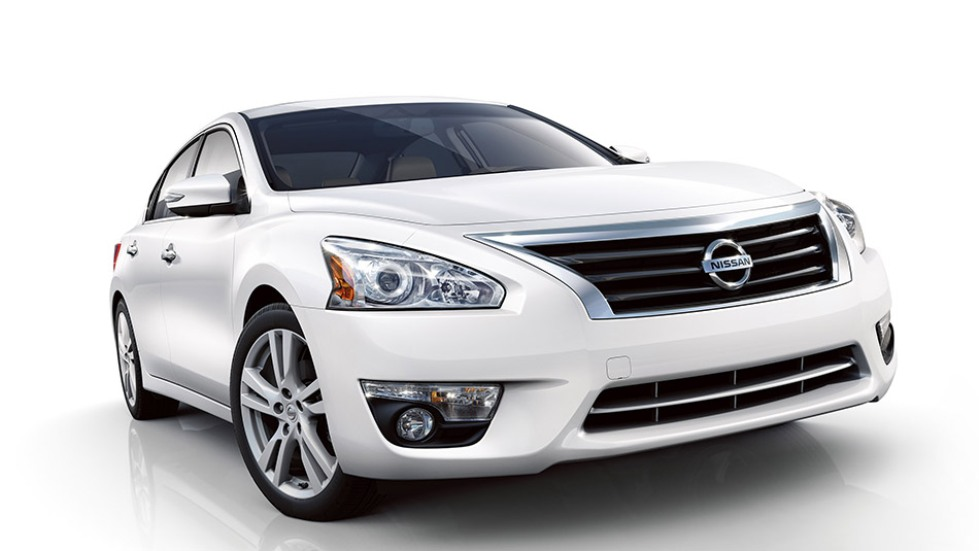 2015 Nissan Altima white color Review