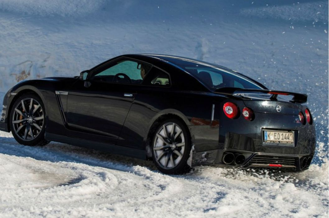2015 Nissan GTR style and fuel performance