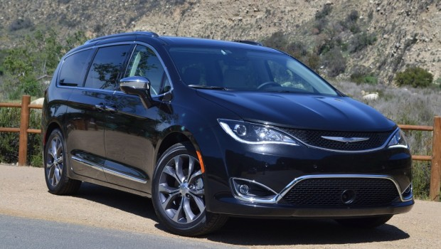 2017 Chrysler Pacifica 7 seat car with sliding door